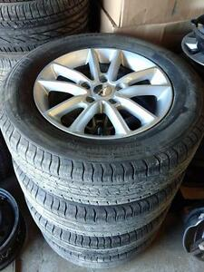 225 65 17  tires on Dodge Grand Caravan Jurney Chrysler Town & Coutry alloy rims 5 x 127 / TPMS