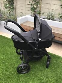 Egg pushchair and travel system