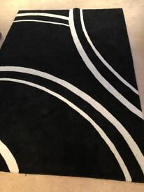 Rug Black and white . Good condition.