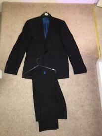 Men's suit *ALMOST BRAND NEW*