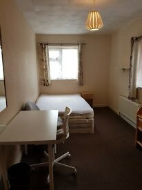 Nice light and furnished bedrooms near to Universities and City Centre