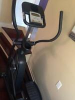 Elliptical machine/machine elliptique