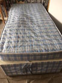 Single divan bed base and mattress