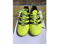Children's Ace 16.4 football boots size 1