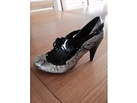 Womens shoes size 4.5