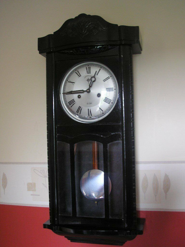 VINTAGE 15 DAY STRIKING WALL CLOCK EXELLENT WORKING ORDER