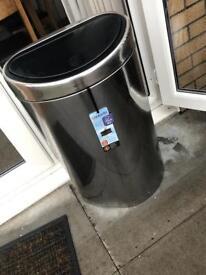 Brabantia touch bin size L (40-45L)