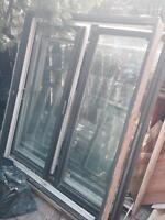 Deux Porte-patio et 4 fenêtres à vendre