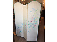 Must be seen ..... three fold screen with hand painted floral design .