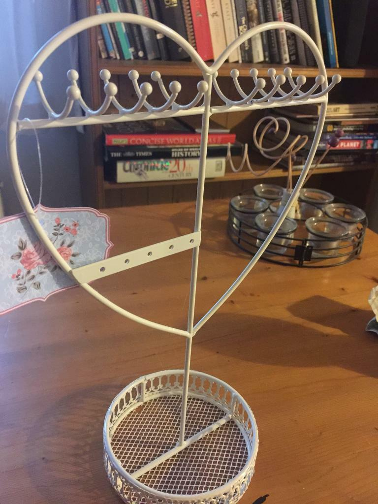 Jewellery HolderHeart Shapedin Romford, LondonGumtree - Jewellery Holder perfect for earrings, necklaces and bracelets with a tray for rings, cream, elegant, heart shaped. Please note that there is a very small bit missing on the tray which you can see on the last picture. Label is still on