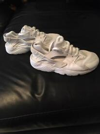 Unisex white Nike hurraches