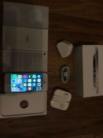 Apple iPhone 5 - 16GB - Silver (Unlocked) Smartphone IMMACULATE CONDITION!!