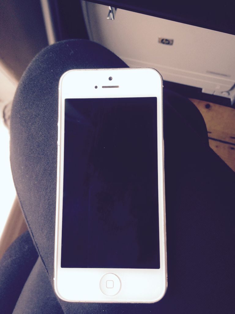 iphone 5 white 16gb for sale 100 in liverpool. Black Bedroom Furniture Sets. Home Design Ideas
