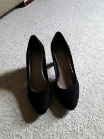 T u ladies black suede effect court shoes size 5