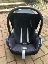 Maxi cosi baby car seat carrier in excellent condition