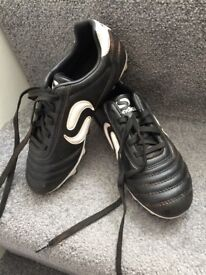 Barely used 13infants football boots