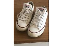 Unisex size 6 converse trainers