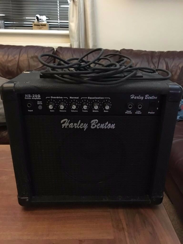 Harley Benton amplifier with lead