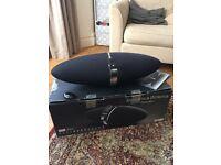 Bowers & Wilkins Zeppelin speaker dock & iPod touch