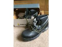 Steel toecap boots size 10 brand new