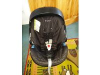 Mamas and Papas Car Seat and Base (Fits ISOFIX and Non-ISOFIX) From Birth to 15mth