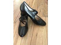 Kats Black Tap Shoes, size 5