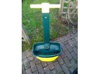 Lawn seed/feed spreader