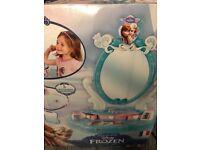 Disney frozen dressing table