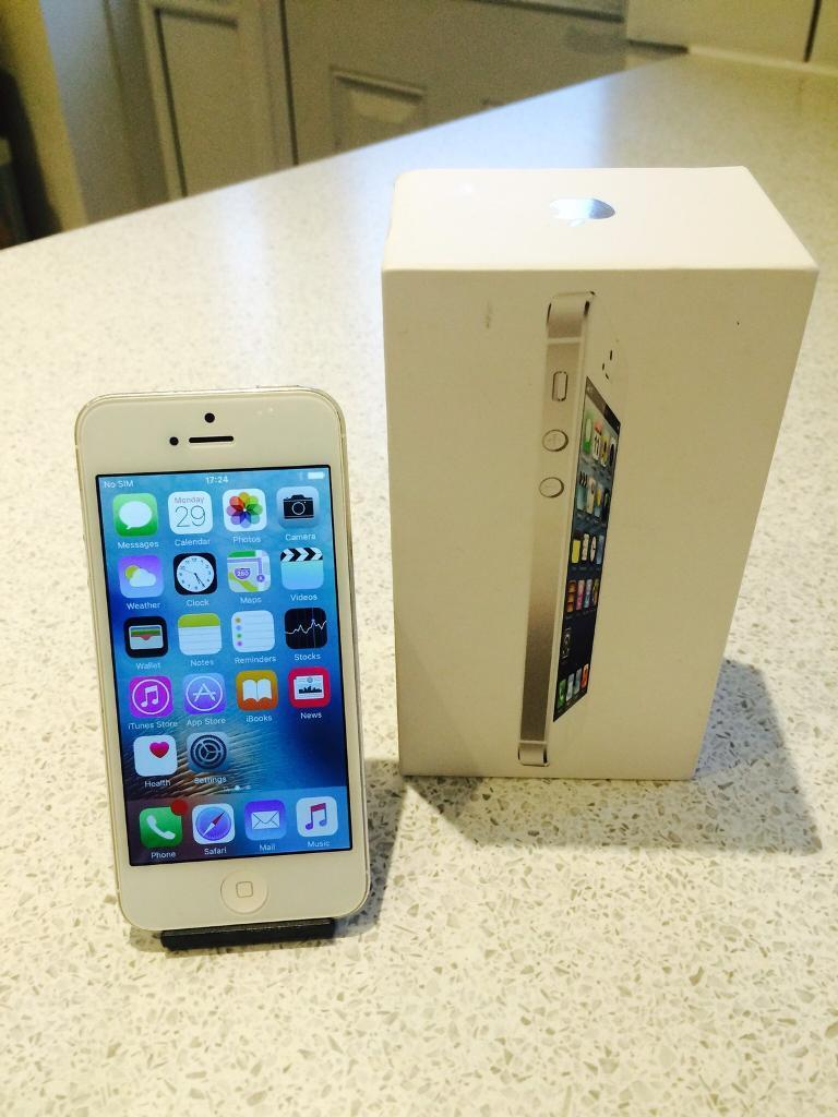 APPLE IPHONE 5 WHITE 16GB O2/TESCO/GIFFGAFFin Barry, Vale of GlamorganGumtree - APPLE IPHONE 5 WHITE 16GB. Comes with box charger.Can be used on O2/Tesco and also Giffgaff which is one of the cheapest UK networks. The phone has a few minor marks to the bezel but is in good condition on the whole. Perfect working order. £90 for...