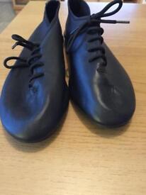 Jazz shoes size 4