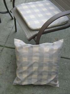 4 PATIO CHAIR SEAT MATS + 1 MATCHING PILLOW North Shore Greater Vancouver Area image 2