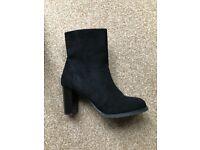 Unworn size 6/39 black suede effect boots