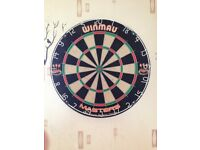 Winmau Masters bristle board with 2 sets of darts
