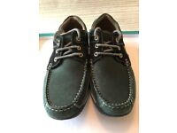 Men's casual loafers. Size 7.