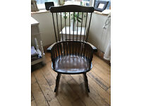 A SUPERB VINTAGE WINDSOR STYLE ROCKING CHAIR WITH FINE SPINDLES ALL AROUND FRONT ARMS TURNED