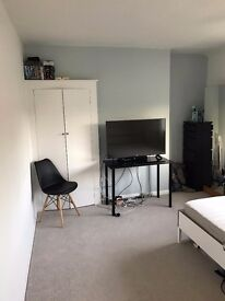 Double room to rent in professional shared house - All bills included