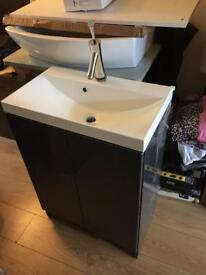 Gloss Grey vanity unit n sink 600x340new £120 with tap too tap cost £269 alone