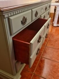 Chest of drawers/side board