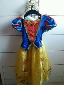 Snow white dressing up outfit age 5-6