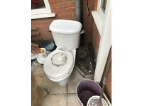 White Toliet, in good working order with toilet seat.