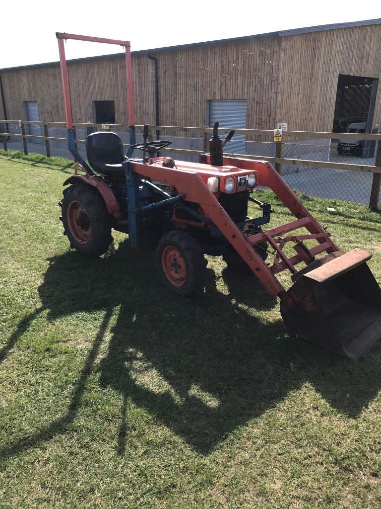 Kubota B7100 Loader : Kubota b hst tractor with front loader cylinder