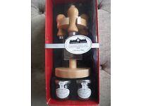 Lavendon Manor Cheese tool gift set with chutneys - BNIB - RRP £16.50