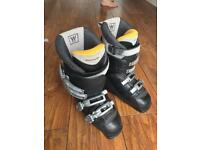Women's salomon, sensifit 7 ski boot. Size 5