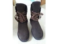Jumbo Ugg Boots - UK equivalent size 6.5