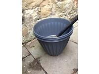 2 large plastic plant pots