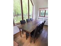 Lovely dining room table and 6 chairs
