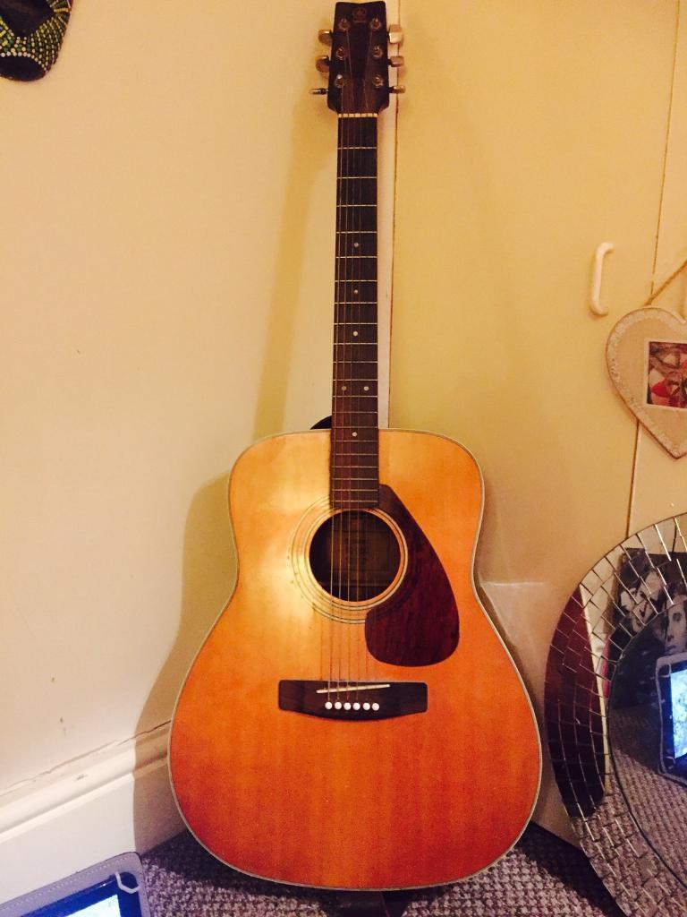 Vintage 1970 Yamaha F6 200 acoustic guitar