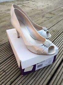 Lotus Silver Heeled Peep Toe Shoes Size 7