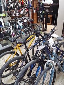 Plusieurs vélo de montagne en tres bonne condition