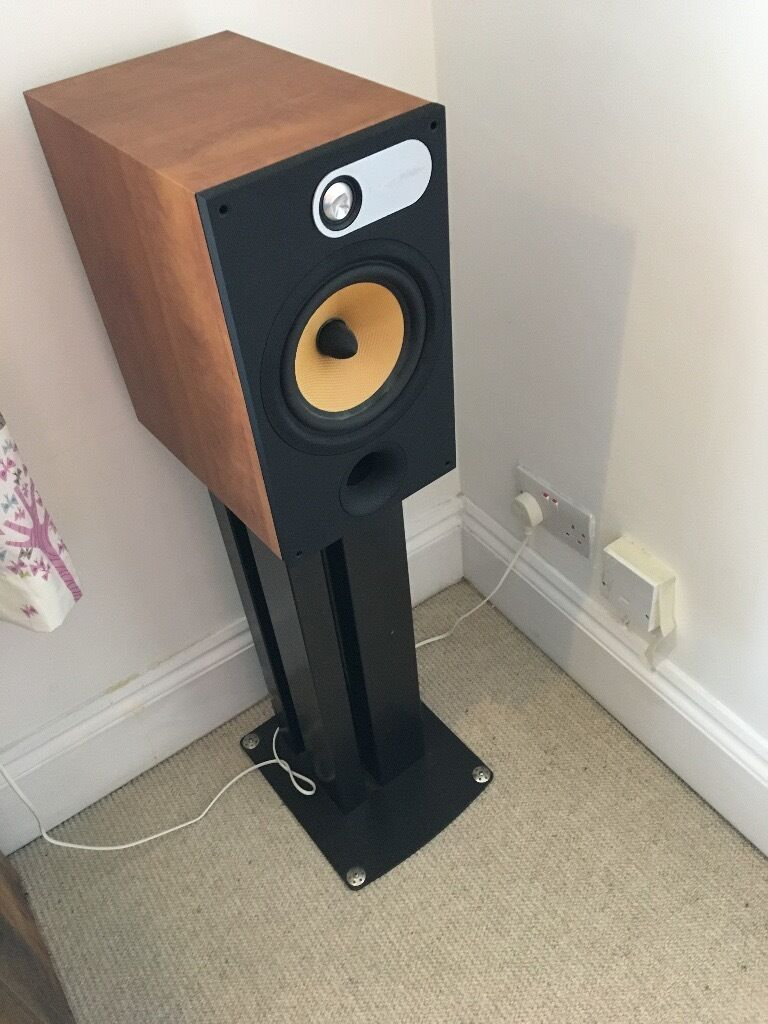 Classic BW Speakers The 602 Has Set Standard For Bookshelf Quick Sell